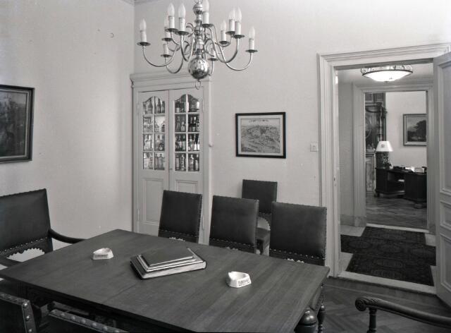650563 - Interieur. Kantoor en ontvangstruimte van André Kerstens'wijnhandel en destilleerderij aan de Spoorlaan 134, omstreeks 1950.