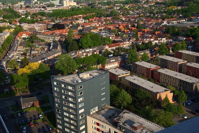 656609 - Straatbeeld Tilburg 2011. Uitzicht vanuit Westpoint op de Bomenbuurt.