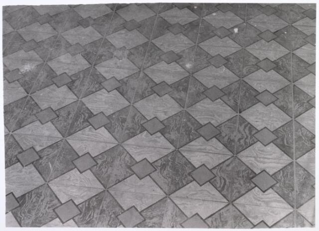 017936 - Detail van het interieur van hofstede De Blaak (vloer van de spoelruimte in de boerenwoning)