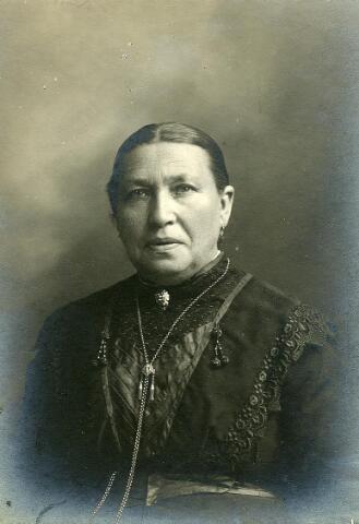 200481 - Antonia Smulders *02-10-1852 Tb, ovl. 09-10-1927 Tb. op 07-05-1874 trouwde zij Tb. met Bernardus van Puijenbroek.