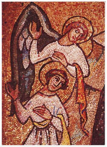 000422 - Mozaïk van Joan Collette uit 1953 in de kerk van de H. Willibrordus aan de Enschotsestraat. De engel Gabriël brengt de blijde boodschap aan Maria.