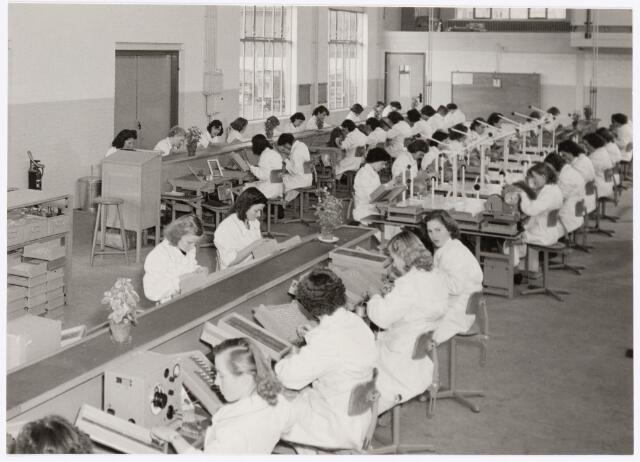 039044 - Volt. Zuid. O hal. Productie, fabricage van spoelen of correctiemiddelen omstreeks 1953. De 4 O hallen zijn gebouwd van 1947 t/m 1953.