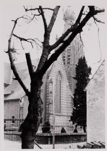 084439 - Noorzijde van de St. Petruskerk gezien vanuit de huidige Kapittelstraat.
