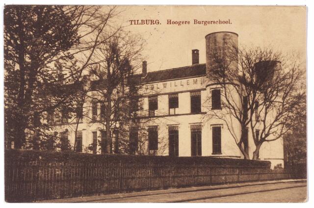 002407 - Onderwijs. Rijks H.B.S. Koning Willem II, vanaf 1936 paleis-raadhuis. Een van de leerlingen aan deze school was Vincent van Gogh, die zijn  opleiding begon in september 1866. Hij was in de kost bij J. Hannik in de wijk Korvel (nu St. Annaplein  18-19). Op 19 maart 1868 werd Vincent weer uitgeschreven in het bevolkingsregister van Tilburg wegens vertrek naar Zundert. In de periode dat Vincent in Tilburg de rijks H.B.S. bezocht gaf C.C. Huysmans daar het vak handtekenen. Eerder was Huysmans docent aan de Koninklijke Militaire Academie te Breda.