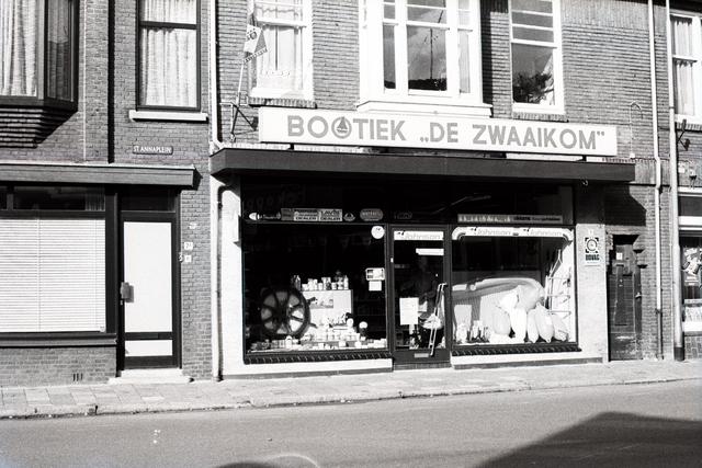 1237_012_925-2_001 - Korvel vooruit, exterieur winkels Korvelseweg. Bootiek de Zwaaikom.
