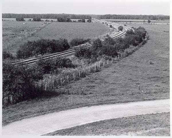 015344 - Landschap. Voormalige spoorlijn Tilburg - Turnhout, in de volksmond ´Bels lijntje´ genoemd. Op Nederlands grondgebied is het thans een fietspad