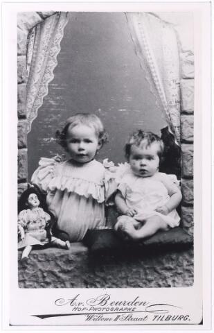 004921 - Lies (1896-1976) en  Cato (1897-1967) KNEGTEL, dochters van wijnhandelaar P.J. Knegtel en H.M.L. Latour (reproductie; origineel niet in collectie aanwezig)