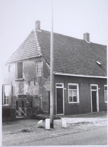 025752 - Pand Moleneind 165 halverwege oktober 1965. Thans is dit de Leharstraat