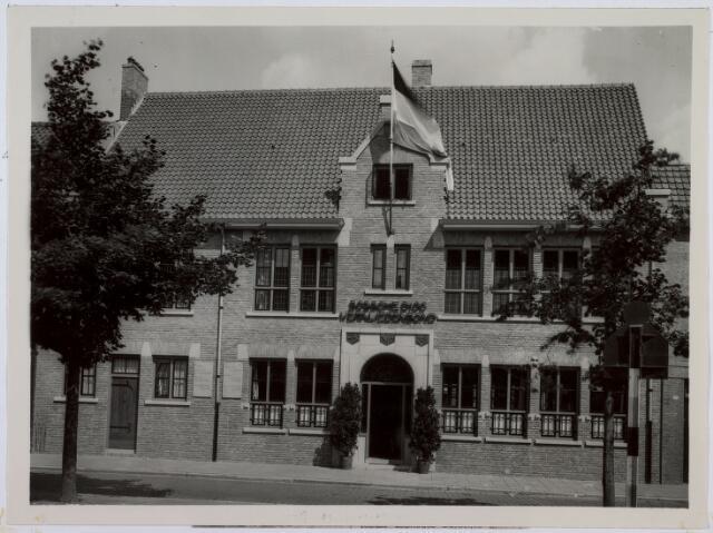 014251 - Vakbeweging. Bondskantoor van de Bossche Diocesane Werkliedenbond aan het St.-Annaplein. Later was in het gebouw de vakcentrale FNV gehuisvest en nadien de Stichting Contour