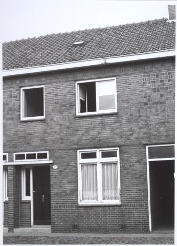 026691 - Pand Stokhasseltkerkstraat 12 eind 1963. Dit pand werd gesloopt in het kader van het uitbreidingsplan Tilburg-Noord. Tegenwoordig is dit de Mozartlaan