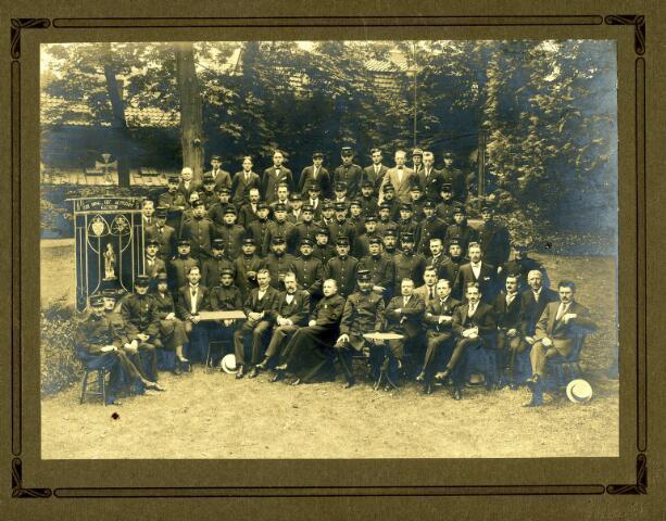 082801 - Leden van de katholieke bond van postbezorgers in dienst van de P.T.T.