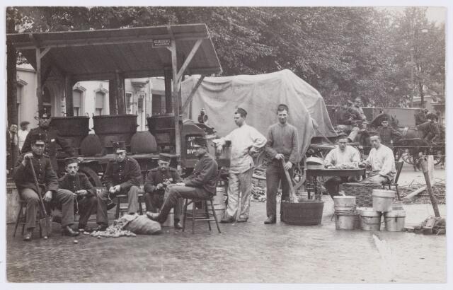 053609 - Mobilisatie. Eerste Wereldoorlog 1914 - 1918; Gaarkeuken in Tilburg (reproductie; origineel niet in collectie aanwezig)
