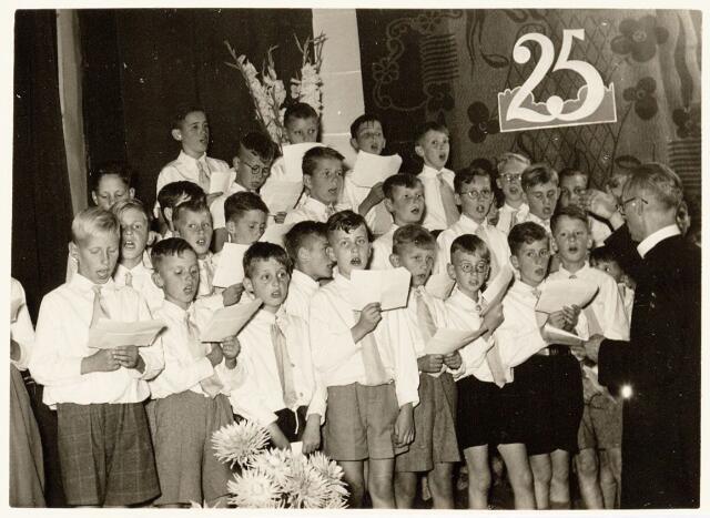 051273 - Basisonderwijs. r.k. lagere school. St. Jozefschool aan de Groeseindstraat viert zilveren feest.