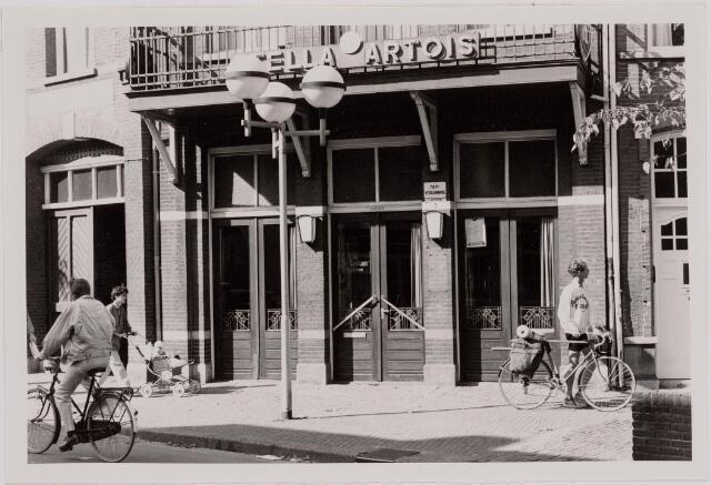 """040541 - Café De Roskam, Heuvel 5. Beter bekend als """"Voskens"""", naar de eigenaresse Engelien Voskens.  In 2001 werd de zaak verkocht en kwam er het restaurant Het Huys van Voskens."""