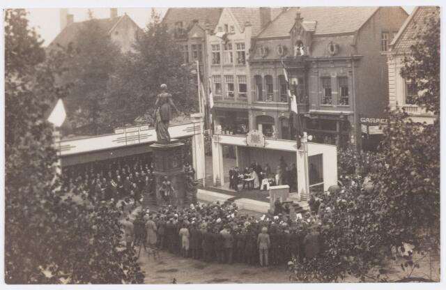 053285 - Koninklijke Bezoeken. Onthulling van het standbeeld van Willem II in aanwezigheid van koningin Wilhelmina.