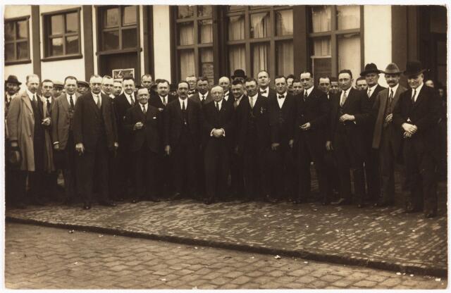 007848 - Koopmansbeurs in 1919 o.a. Jo Ooms J. van Rijzewijk J. van Nunen van Rijen H. van Rijthoven en van Oudenhoven.