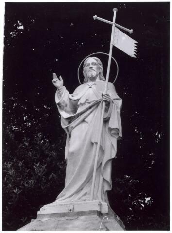 016005 - Beeld van de verrezen Christus, behorende tot de beeldengalerij van het kerkhof aan de Bredaseweg