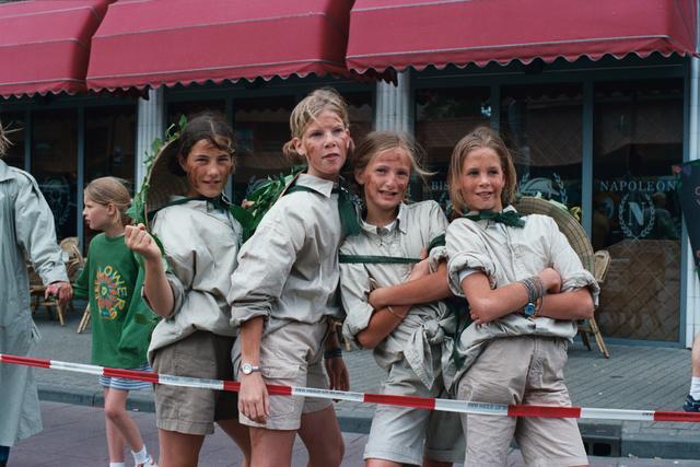 1237_010_770_007 - 1999 Ten Miles. Voorbereiding jeugdige dames.