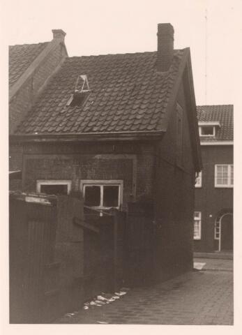 018197 - Achterzijde van het pand Emmastraat 5 vlak voor de sloop
