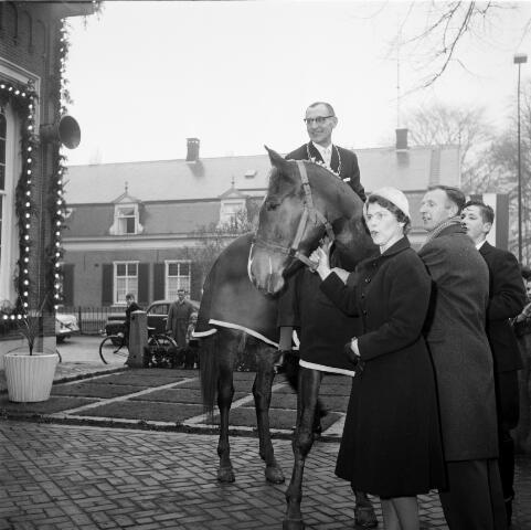 050278 - 12½-jarig jubileum burgemeester mr. W.Th.M. Verhoeven.