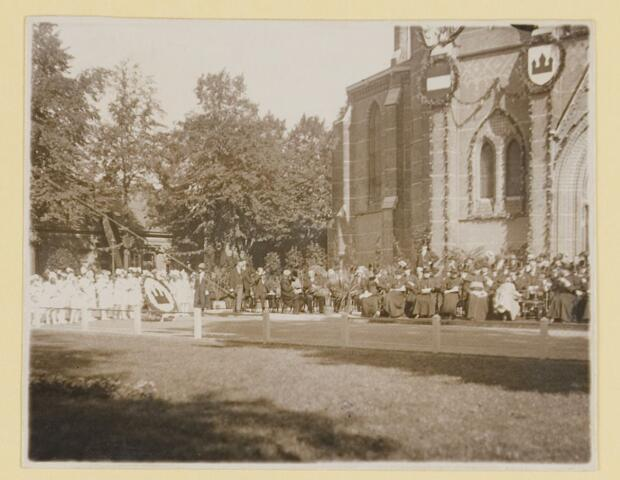 075456 - Onthulling standbeeld Pater Poirters (1926).  Onthulling door Jonkheer Van Sasse van IJsselt op 19 september 1926.