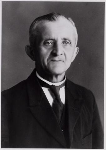 084362 - Henricus Jansen, overleden te Hilvarenbeek op 17 januari 1940 was lid en president van de raad van toezicht van de boerenleenbank, armmeester van het burgerlijk armbestuur en hoofdman van het St. Sebastiaangilde. Hij bleef ongehuwd.