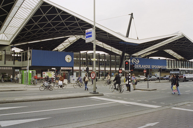 TLB023000776_001 - Gevel station Tilburg, gezien vanaf de Spoorlaan.