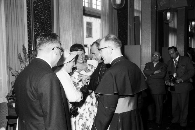 050786 - 25-jaar bij de (KAB) gehuldigd als voorzitter P.J.Vriens.