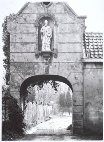 019125 - Het zogenaamde ´norbertijnenpoortje´, behorende tot de voormalige pastorie van de parochie Goirke en dat als enige de sloop in 1927 overleefde. Norbertijnerpoort.