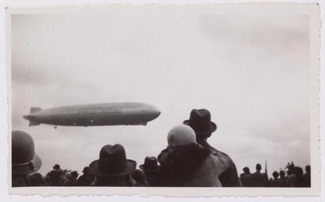 041558 - Luchtvaart. De Graf Zeppelin maakte vanuit Friedrichhafen een rondvlucht boven Nederland en kwam daarbij ook boven Tilburg.
