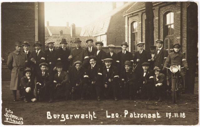 650487 - Schmidlin. De burgerwacht van het Leo-patronaat, gefotografeerd voor de Leoschool, 1918.