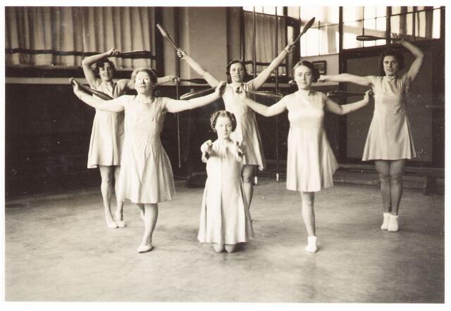 052824 - Volt. Sportvereniging afd. gymnastiek. Vermoedelijk in 1938 in de sinds 1937 in gebruik zijnde turnzaal annex grote kantine aan de Voltstraat. (Gebouw B) In die tijd Nieuwe Goirleseweg.