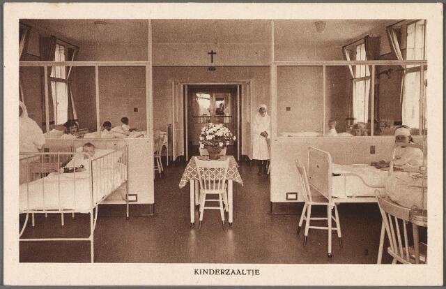 010885 - Elisabethziekenhuis. Gezondheidszorg. Ziekenhuizen. Kinderzaal 2 St. Elisabethziekenhuis aan de Jan van Beverwijckstraat.