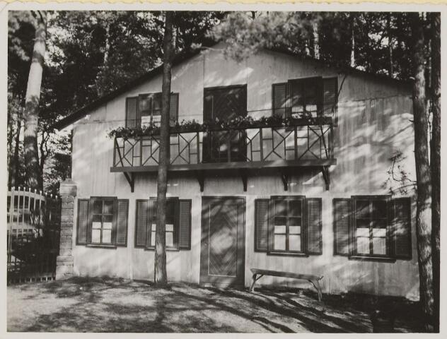 "076971 - Natuurtheater , Gemullehoekenweg 147, Oisterwijk. decor: ""In `t witte Paard"", 1933 Radven Hondsberg"