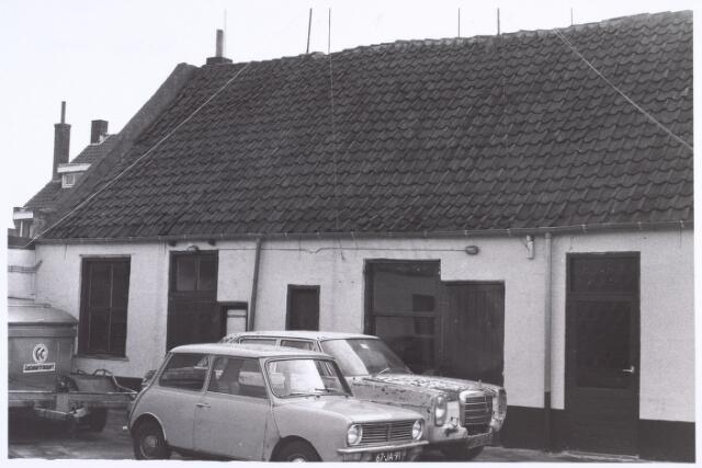 017196 - Sloopauto´s op de binnenplaats van garage Havermans aan de Capucijnenstraat