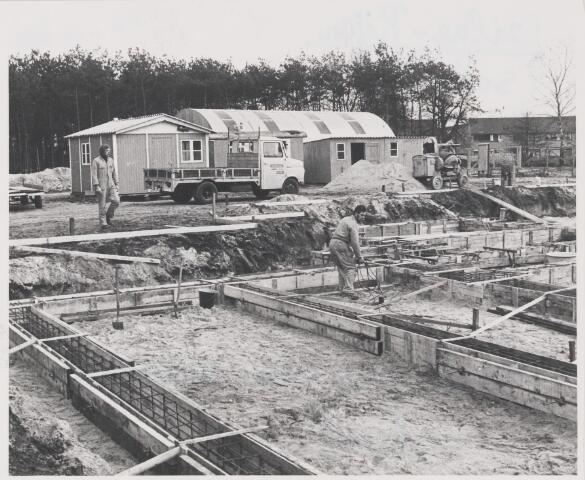081618 - Bouw van een nieuwe school, vermoedelijk de burg. van Mierloschool aan de Catsstraat te Rijen