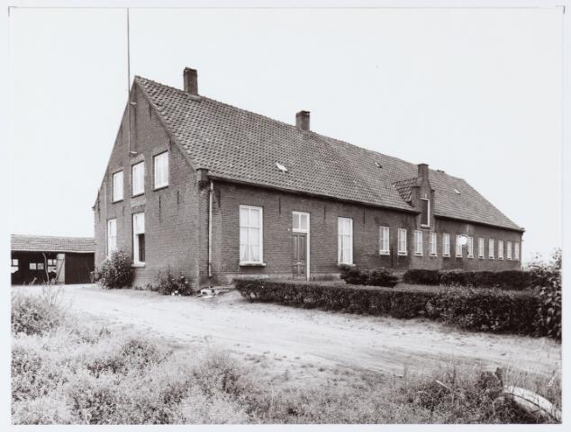 062444 - Landbouw. Boerderij aan de Berkelseweg, thans clubhuis van voetbalvereniging Jong Brabant