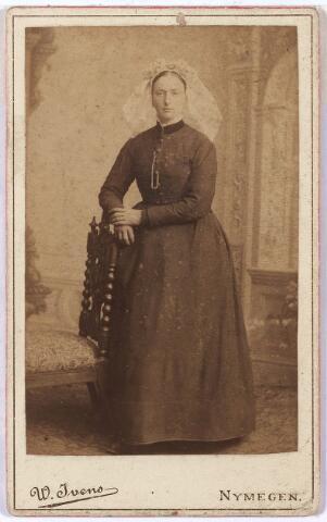 005118 - Antonia van BEEK (Geldrop 1857 - Tilburg 1926), dienstbode, trouwde in 1891 in Tilburg met Petrus Cornelis Mannie, (Tilburg 1844), van beroep bode.