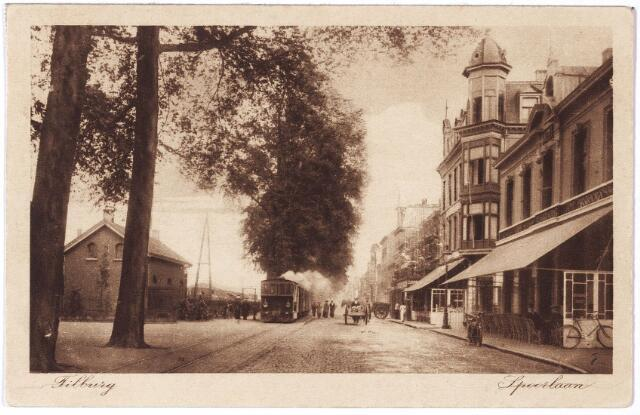 002164 - Spoorlaan richting Heuvel ter hoogte van Langestraat. Rechts hotel Suisse van de familie Broeckx, later de familie Jorna.