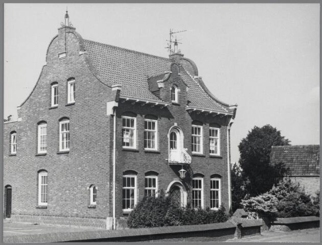 88717 - Bredaseweg 12B, Terheijden. Herenhuis herbouwd na de Tweede Wereldoorlog door leerlooier.