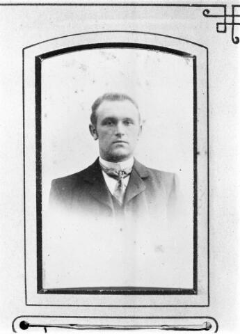 048470 - Jan Johannes Kastelijns, geboren te Moergestel op 31 januari 1874 zoon van schoenmaker Jan Kastelijns en Helena van Overbeek.