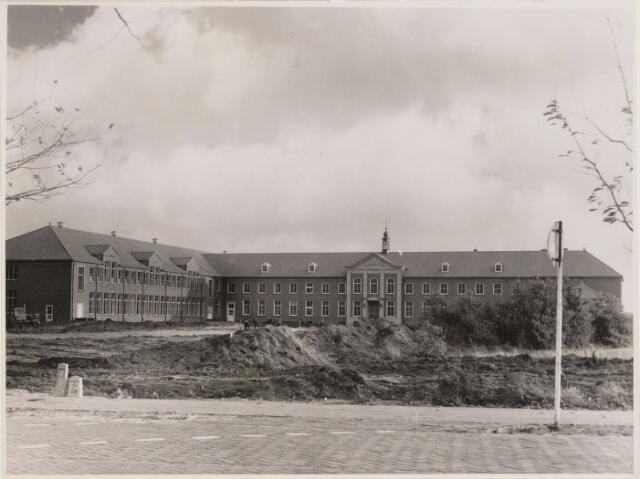 100589 - Kloosters. Capucijnenklooster. Architect M. van Beck. Rooms Katholiek Voortgezet Onderwijs Sint Oelbertgymnasium.