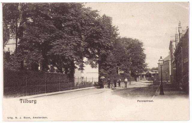 002401 - Onderwijs. De voormalige Paleisstraat, nu Stadhuisplein, met links de voormalige rijks H.B.S. Koning Willem II, vanaf 1936 paleis-raadhuis.