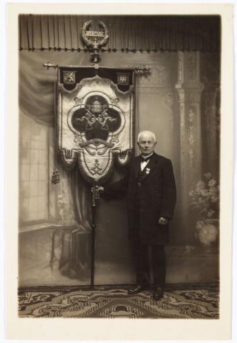 009602 - Zouaven Broederschap. Toen paus Pius IX een oproep deed om in Rome de pauselijke staat te verdedigen, gingen ook vele Tilburgers naar Rome; o.a. de laatste 96 jarige zouaaf