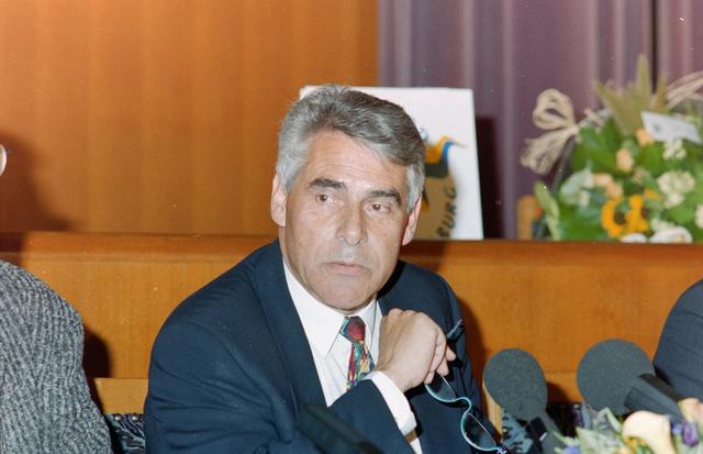 1237_001_002_009 - Politiek. Bestuur. Portret van burgemeester Stekelenburg (1941 - 2003). Johan Stekelenburg was burgemeester van Tilburg van 1997 tot 2003.