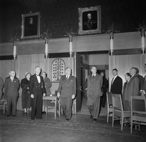 050607 - 1e Spade Hoogspoor Tilburg, burgemeester Van Voorst tot Voorst en dr. mr. F. den Hollander president NS.