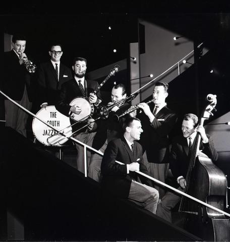653875 - Cultuur. The South Jazzband. Opgericht in 1957. Het 60-jarig bestaan was tevens het afscheidsconcert van dit orkest.
