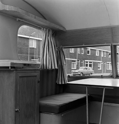 1237_013_064_005 - Caravan. Caravans van firma P.v.Geloven interieur
