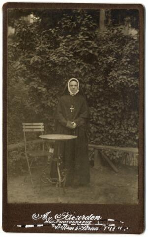 092350 - Maria Louise Bogaers, religieuse in het klooster van het H. Hart, geboren te Tilburg 1 januari 1866, overleden in het klooster Mariënburg te Nijmegen op 24 januari 1911, dochter van Vincentius Aloysius Antonius Bogaers en Isabella Theresia Philomena Pollet.