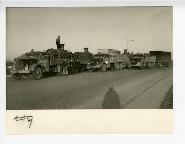 """604226 - Vervoer van Stoomketels door Firma Wed. J. van Casteren. Op enkele ketels staat 'Kopenhagen""""' en '11.000 kg'."""